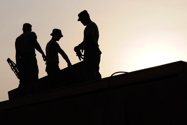 2016%2f10%2f17%2f21%2f08%2f32%2fc3ce5e40 ad35 4e9d a8a2 875f9596ba70%2fworkers construction site hardhats 38293