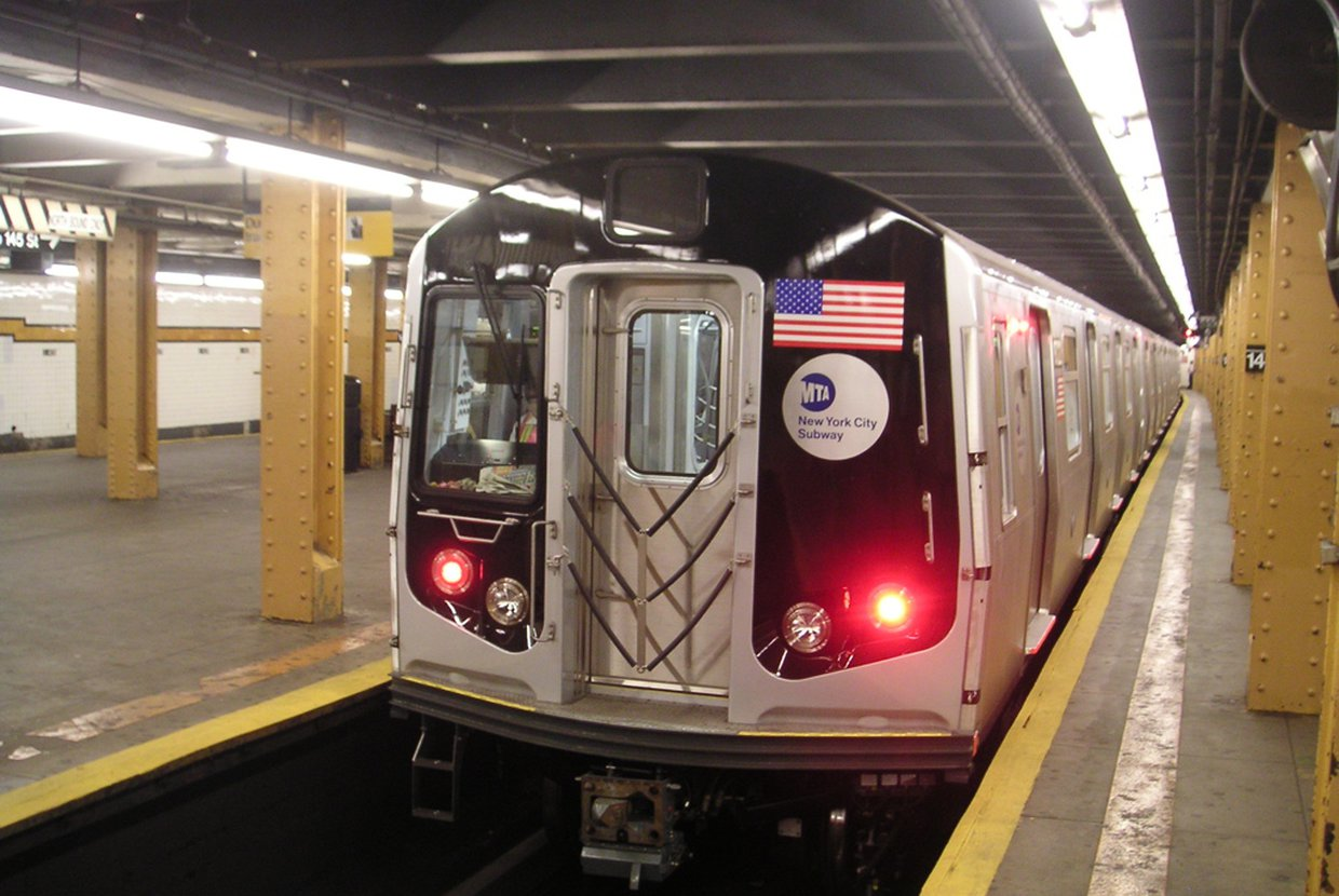 2019%2f11%2f06%2f15%2f16%2f55%2f1352a46b baf8 44c9 997f 4d766fcfc4d3%2fnew nyc subway train