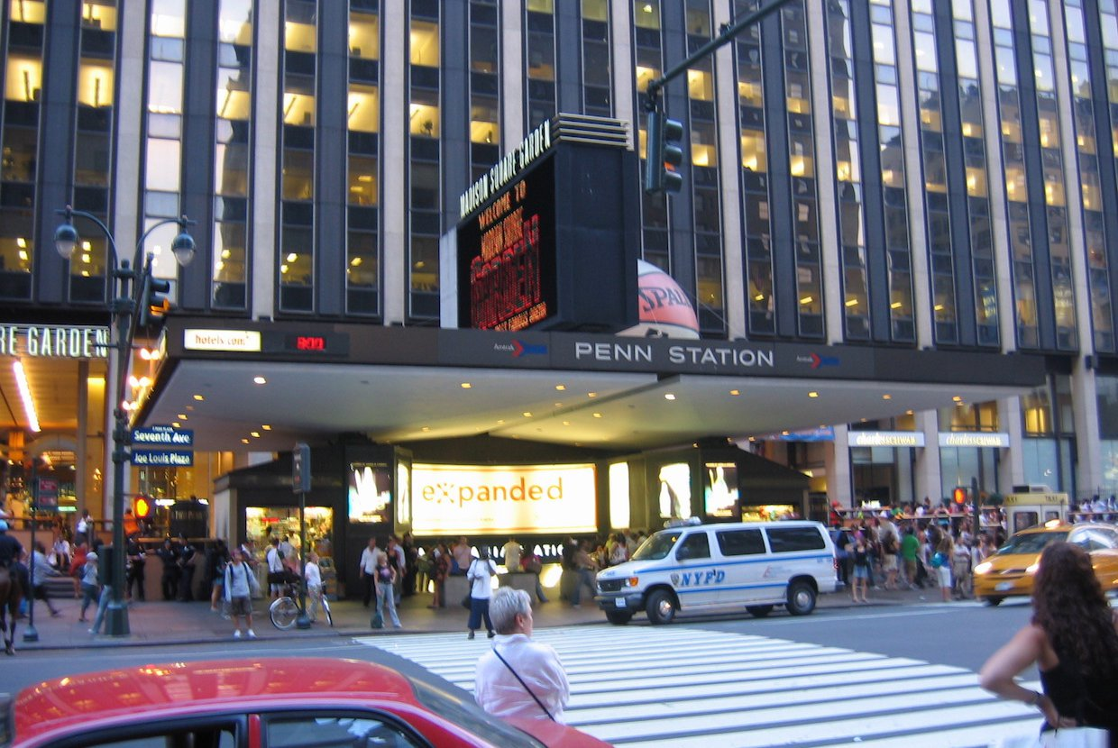 2020%2f01%2f27%2f15%2f18%2f11%2ff13075f0 8880 407f a898 8ecbe3025b0f%2fpenn station nyc main entrance
