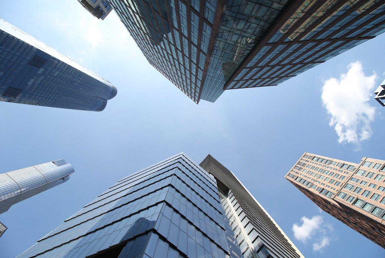 2021%2f01%2f11%2f17%2f45%2f33%2fbf7dcd9d 1fbd 4ee0 9e63 84ff1f6f4c98%2fnyc buildings glass