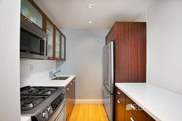 212 e 47th st kitchen