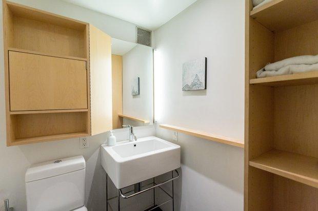 300 e 4th st bathroom